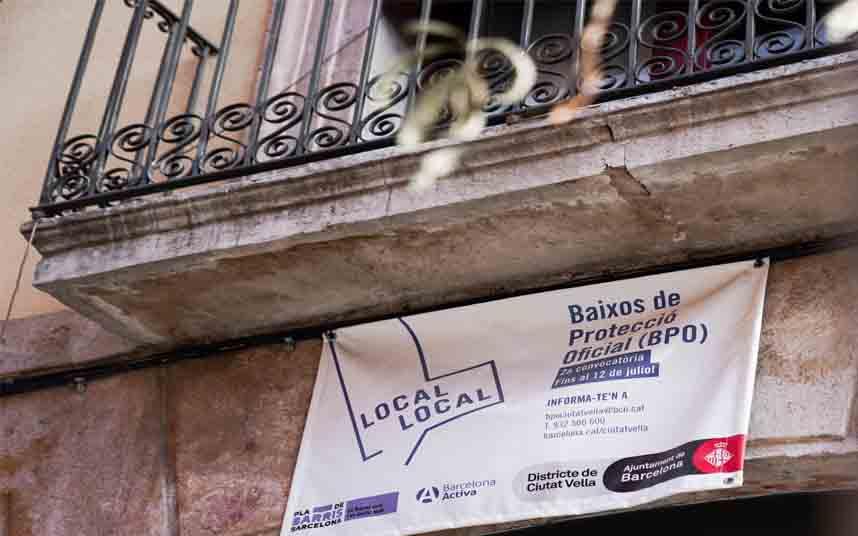 Ciutat Vella adjudica bajos de protección oficial para evitar la expulsión de servicios