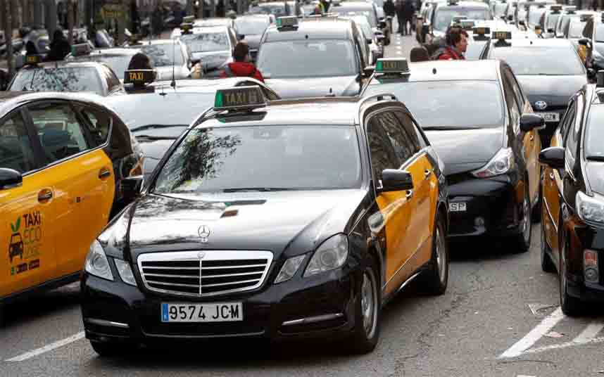 El sector del taxi amenaza con nuevas movilizaciones antes del MWC