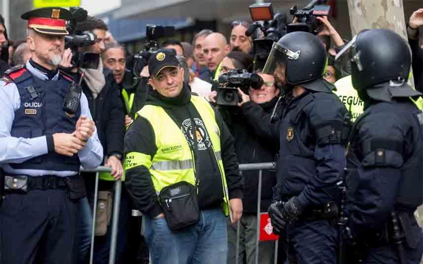 Los taxistas de Barcelona convocan nuevas movilizaciones por la inacción de la Generalitat
