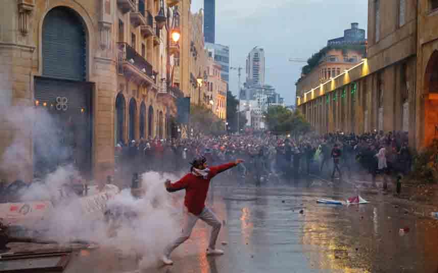 Más de 200 heridos en las protestas contra el gobierno en Beirut
