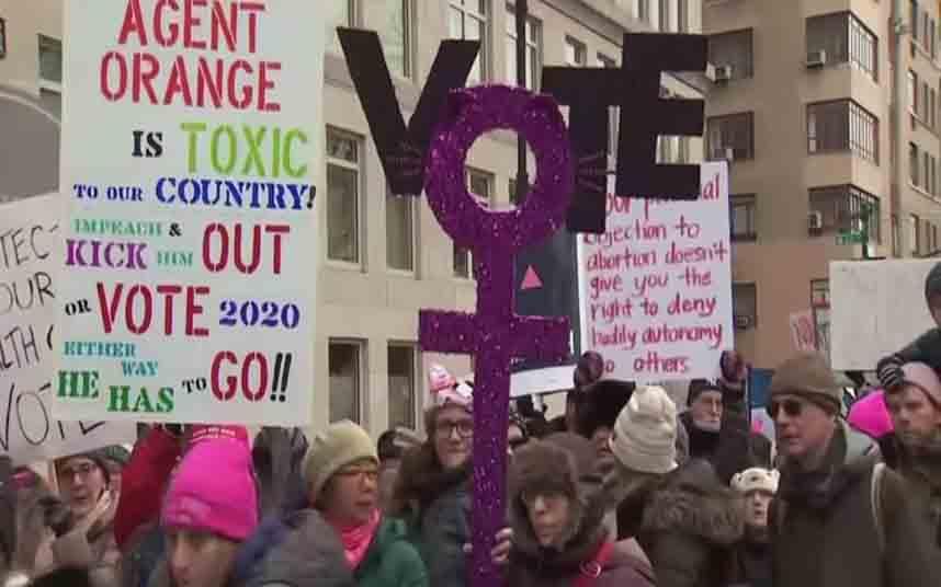 Miles de mujeres marchan contra las actitudes machistas de Trump