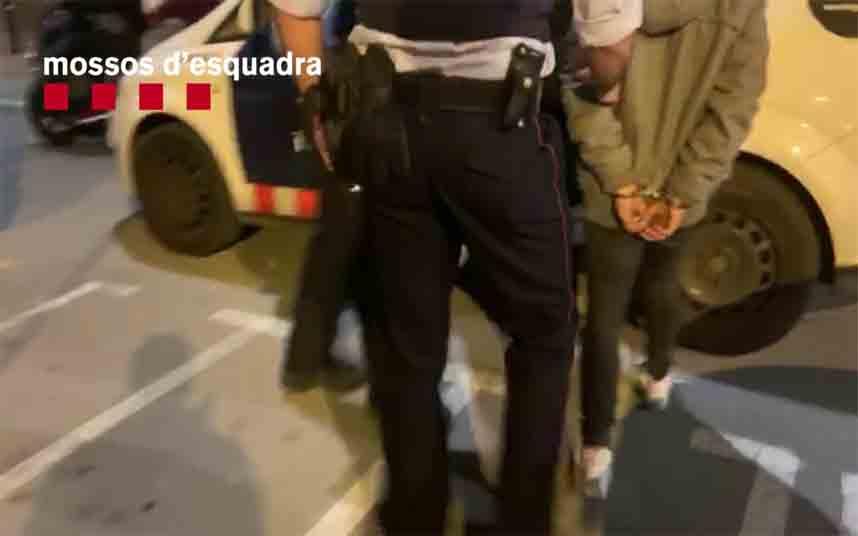 Dispositivo de los Mossos y la Urbana en Nou Barris para detectar delincuentes