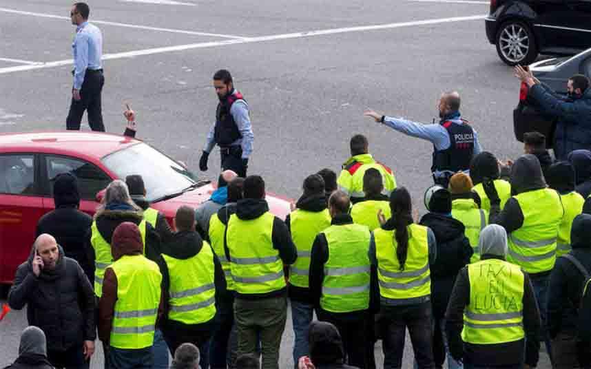 El sector del taxi lanza una campaña de recaudación de fondos por las sanciones de la Generalitat