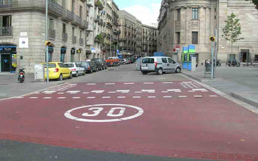 Barcelona limitará a 30 km/h todas las calles secundarias a partir del 1 de marzo