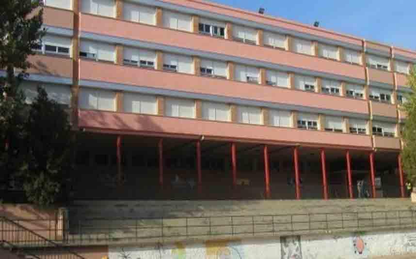 Educación cierra una escuela de Badalona que tiene 17 maestros confinados por coronavirus