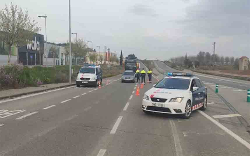 Los Mossos despliegan 200 controles en las carreteras para restringir los desplazamientos