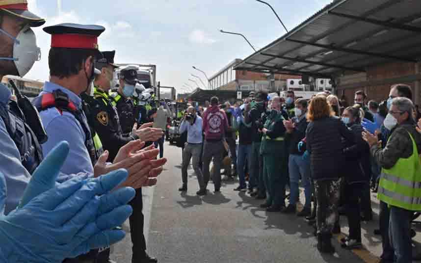 Aplausos a los trabajadores de Mercabarna por garantizar el abastecimiento alimentario
