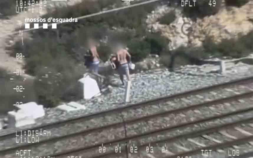 Denunciadas tres personas por saltarse el confinamiento en la playa de Sitges