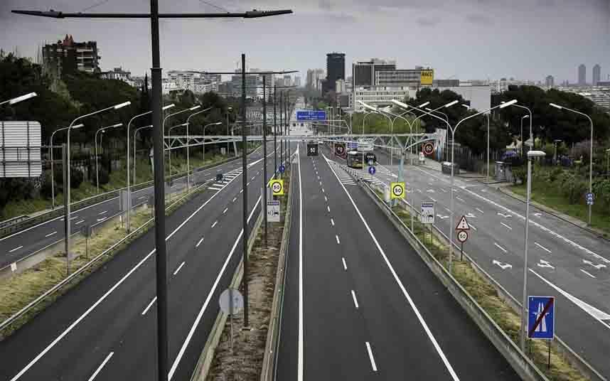 El tráfico en Barcelona se reduce en un 30% y el transporte público en un 10%
