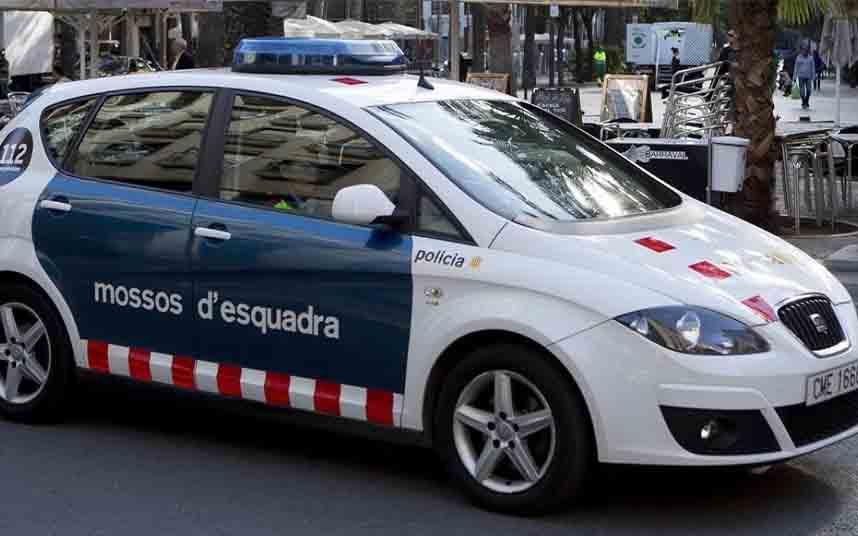 Los Mossos salvan la vida a un hombre que había sufrido un infarto en El Raval de Barcelona