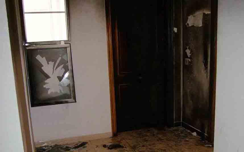 Un hombre prende fuego a un domicilio de Amposta con su ex pareja y su hijo dentro