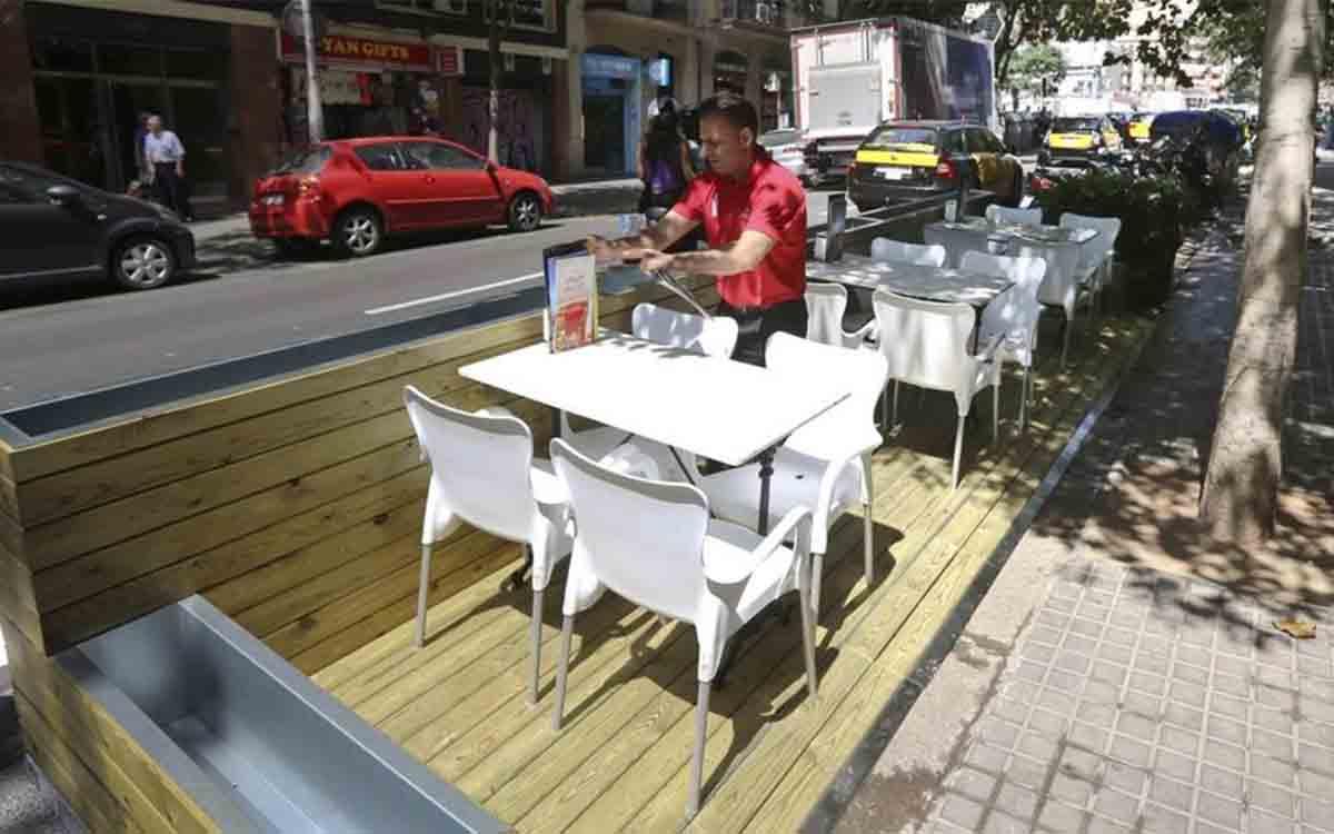 Ampliación temporal de las terrazas de Barcelona y espacio para el comercio de barrio