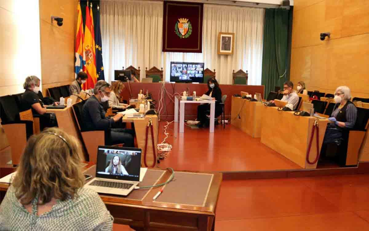 Badalona hace oficial la renuncia del alcalde en un pleno telemático