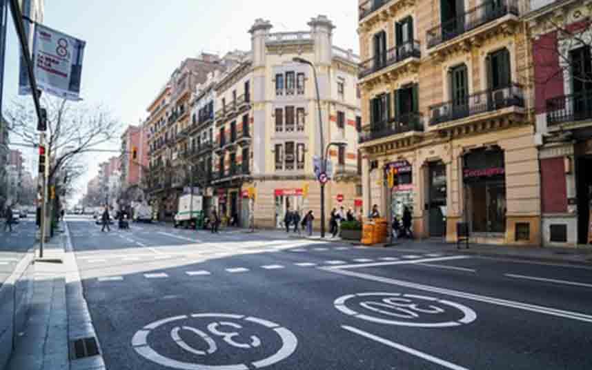 Barcelona amplía el número de calles cortadas al tráfico