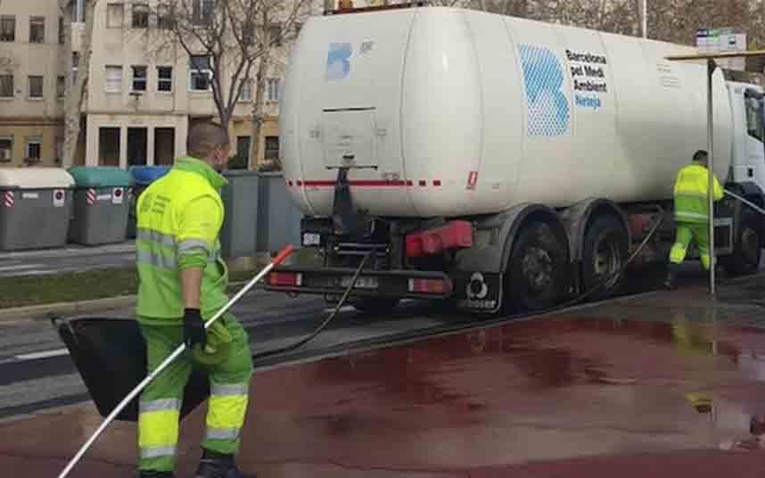 Barcelona incrementa los equipos municipales de limpieza hasta un 75%