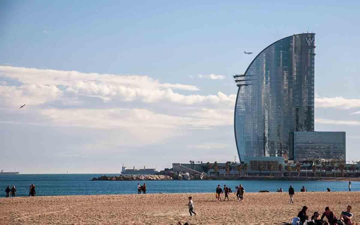 Barcelona pasa hoy a la Fase 1, abren playas y chiringuitos