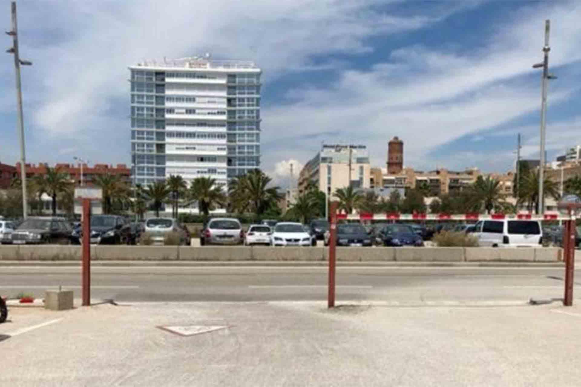 Cerrada la Avenida Litoral los fines de semana, entre Selva de Mar y Marina