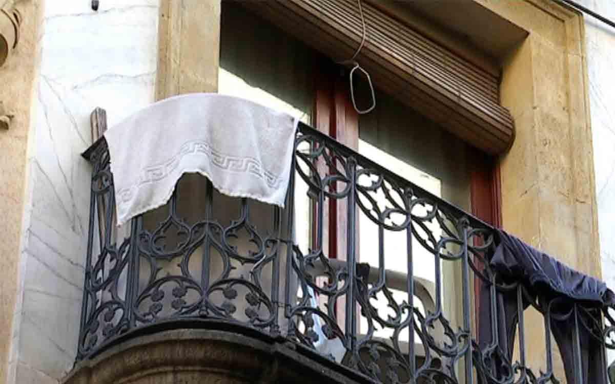 Dos detenidos por tráfico de drogas en un narcopiso de El Raval de Barcelona