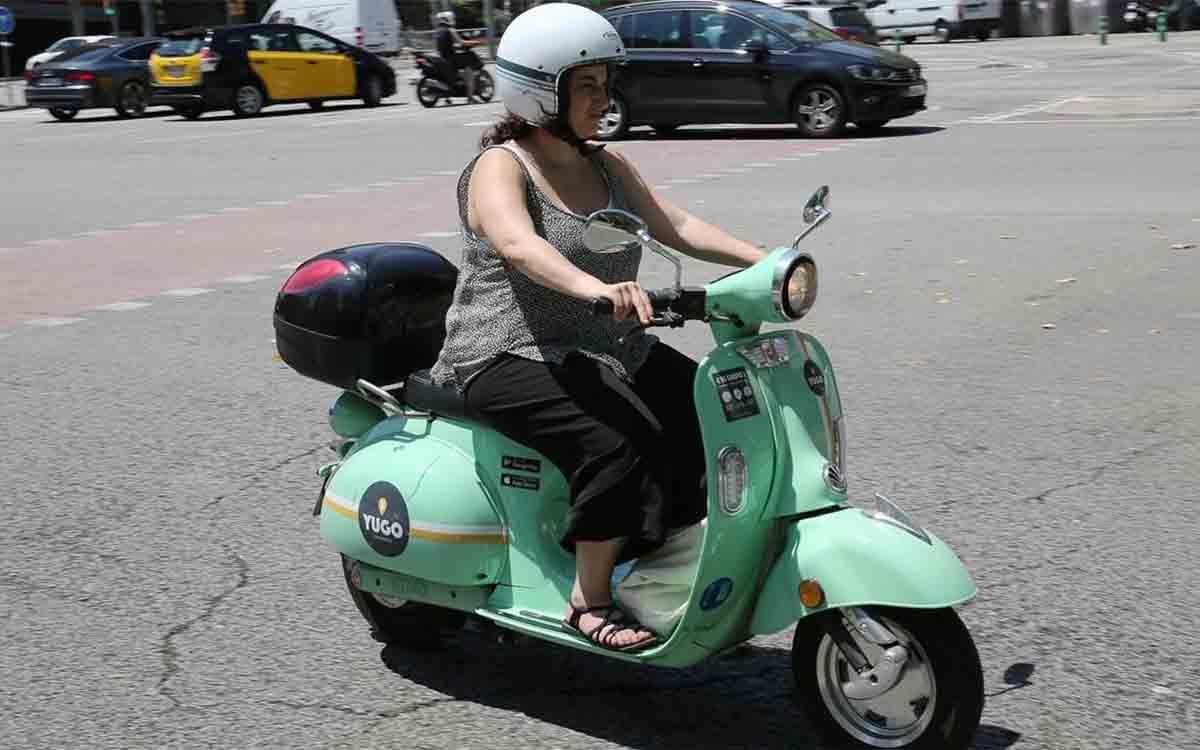 El Ayuntamiento de Barcelona adjudica las licencias de motos y bicis de uso compartido