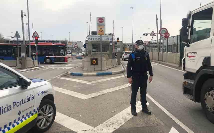 La Policía Portuaria de Barcelona ofrece ayuda a los colectivos vulnerables