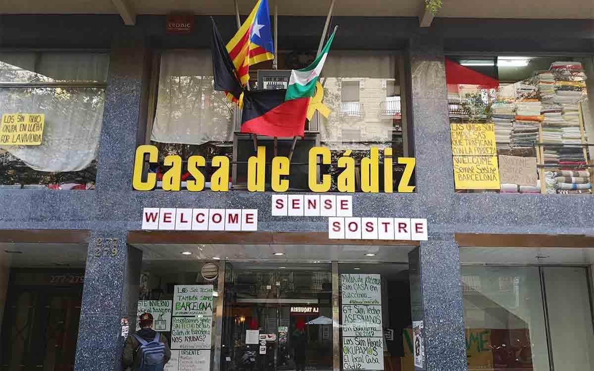 Los okupas de la Casa de Cádiz convertida en albergue denuncian abusos sexuales
