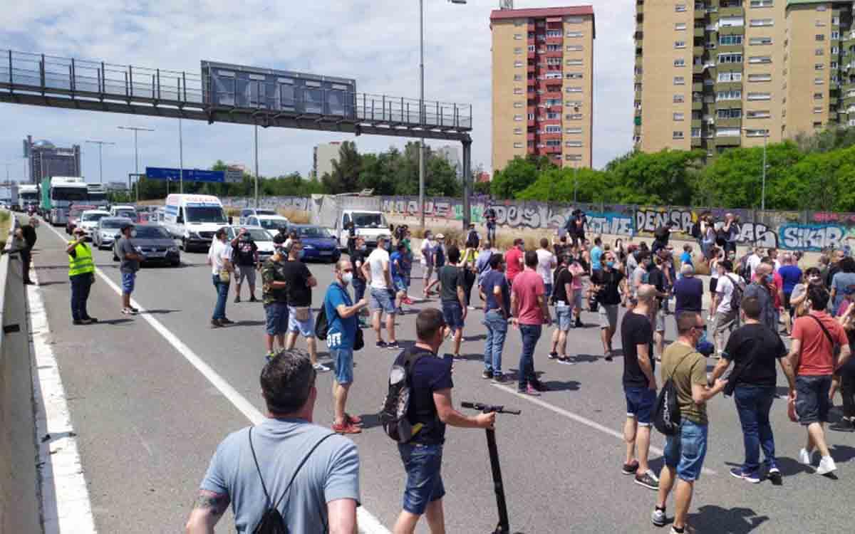 Los trabajadores de Nissan continúan con las protestas la calle