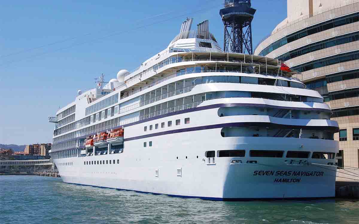 Atraca en el puerto de Barcelona un crucero con una tripulante con coronavirus