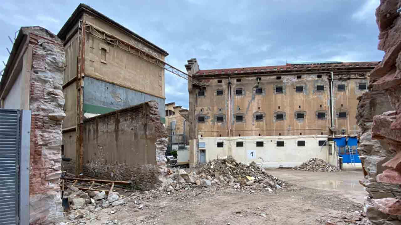 Así avanza la demolición de la antigua prisión La Modelo