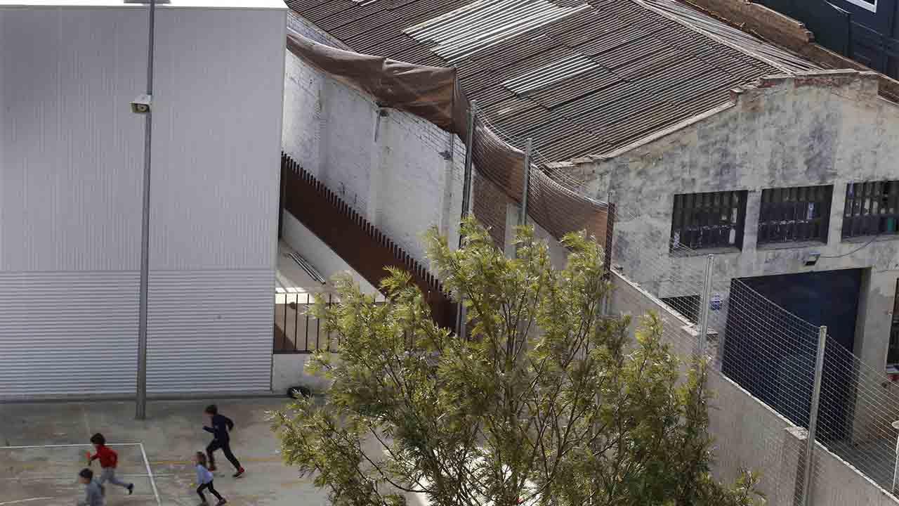 Barcelona aprovechará el verano para aislar el amianto de cuatro escuelas