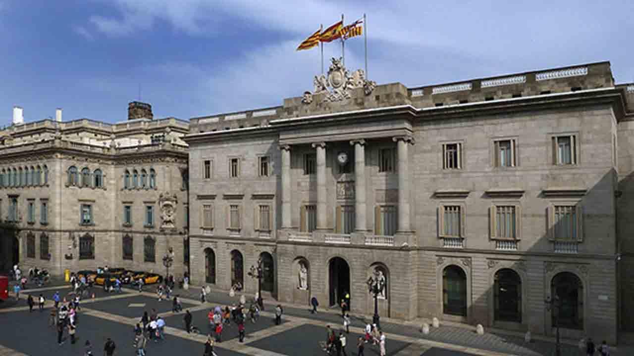 El Ayuntamiento de Barcelona es la institución más valorada