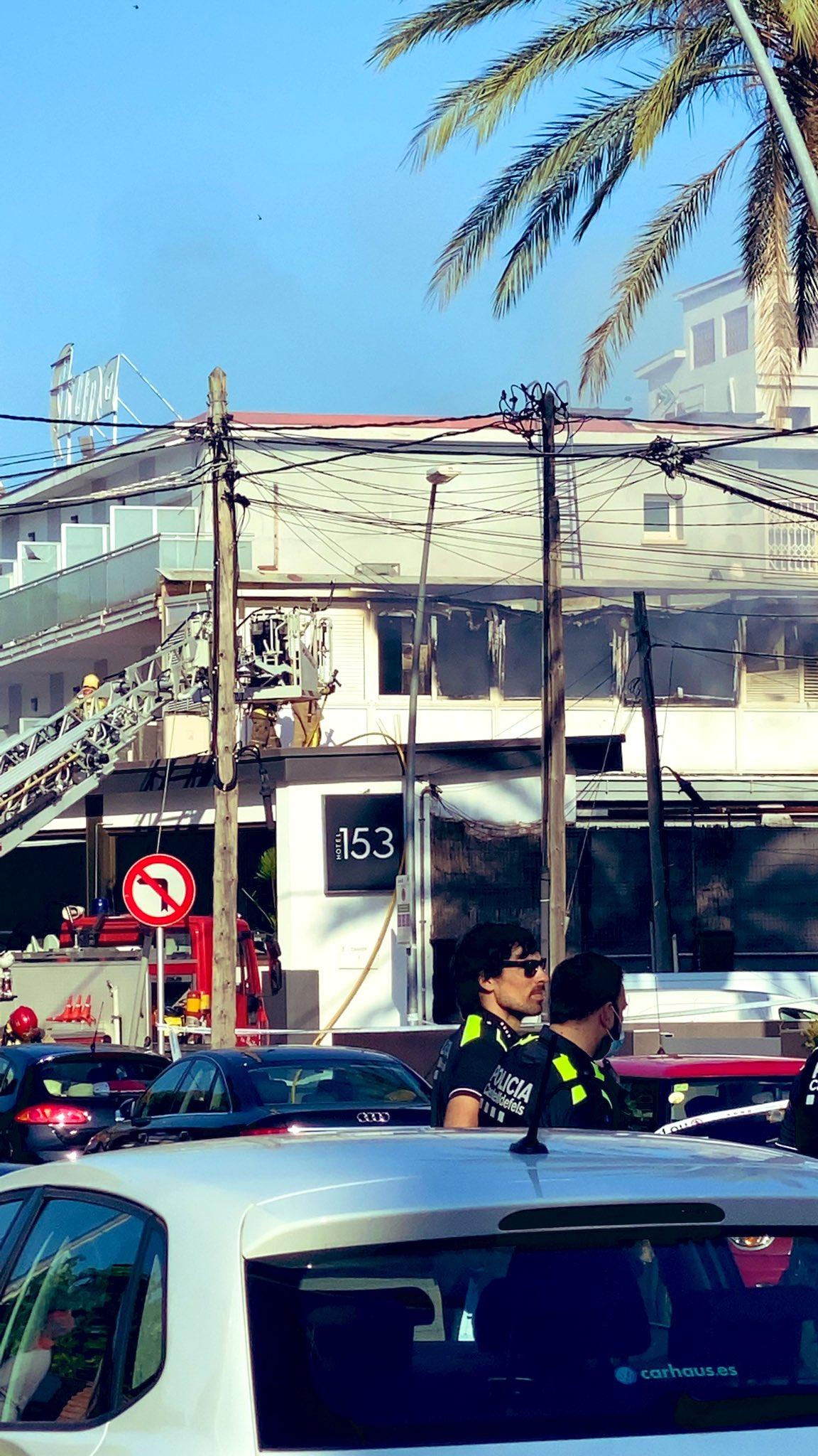 Evacuación de un hotel de Castelldefels por un incendio