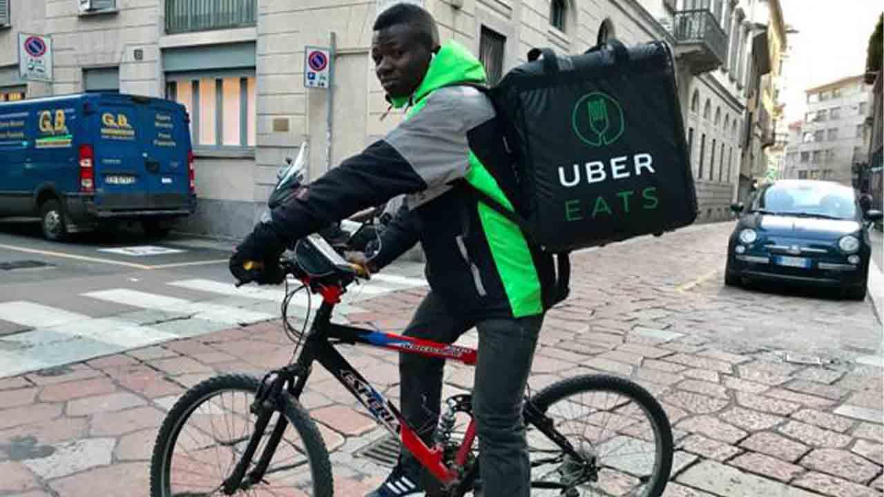 Investigado de Uber Eats en Italia a un Rider: