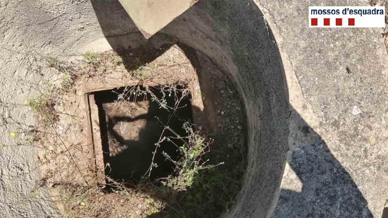 La policía rescata a un joven que había caído a un pozo en Alcanar