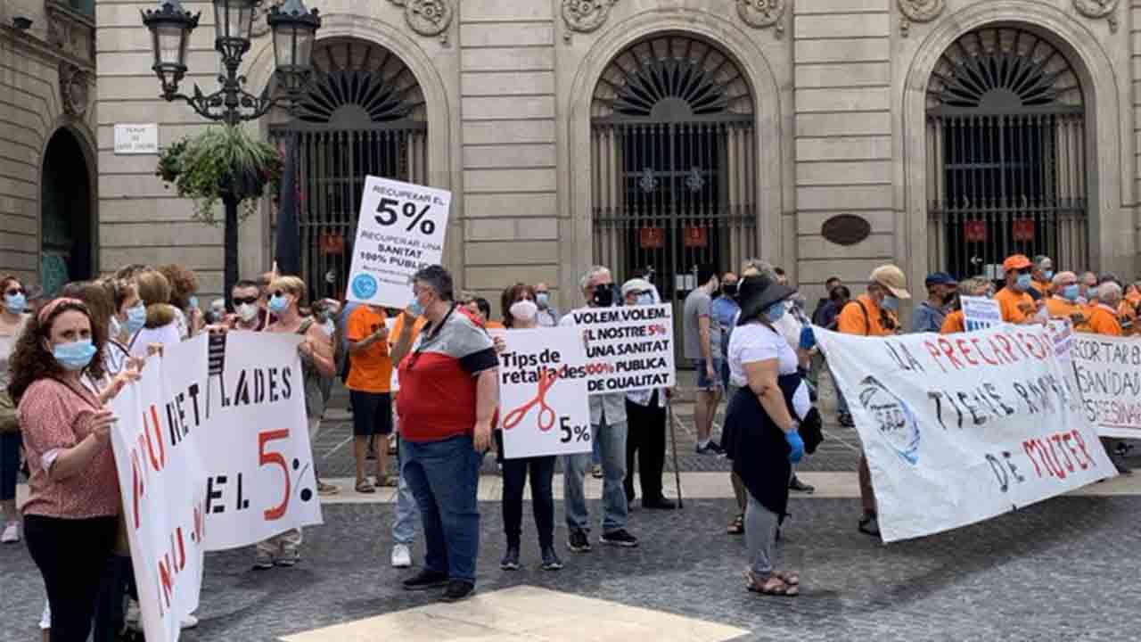 Manifestación por la sanidad pública en la plaza Sant Jaume de Barcelona