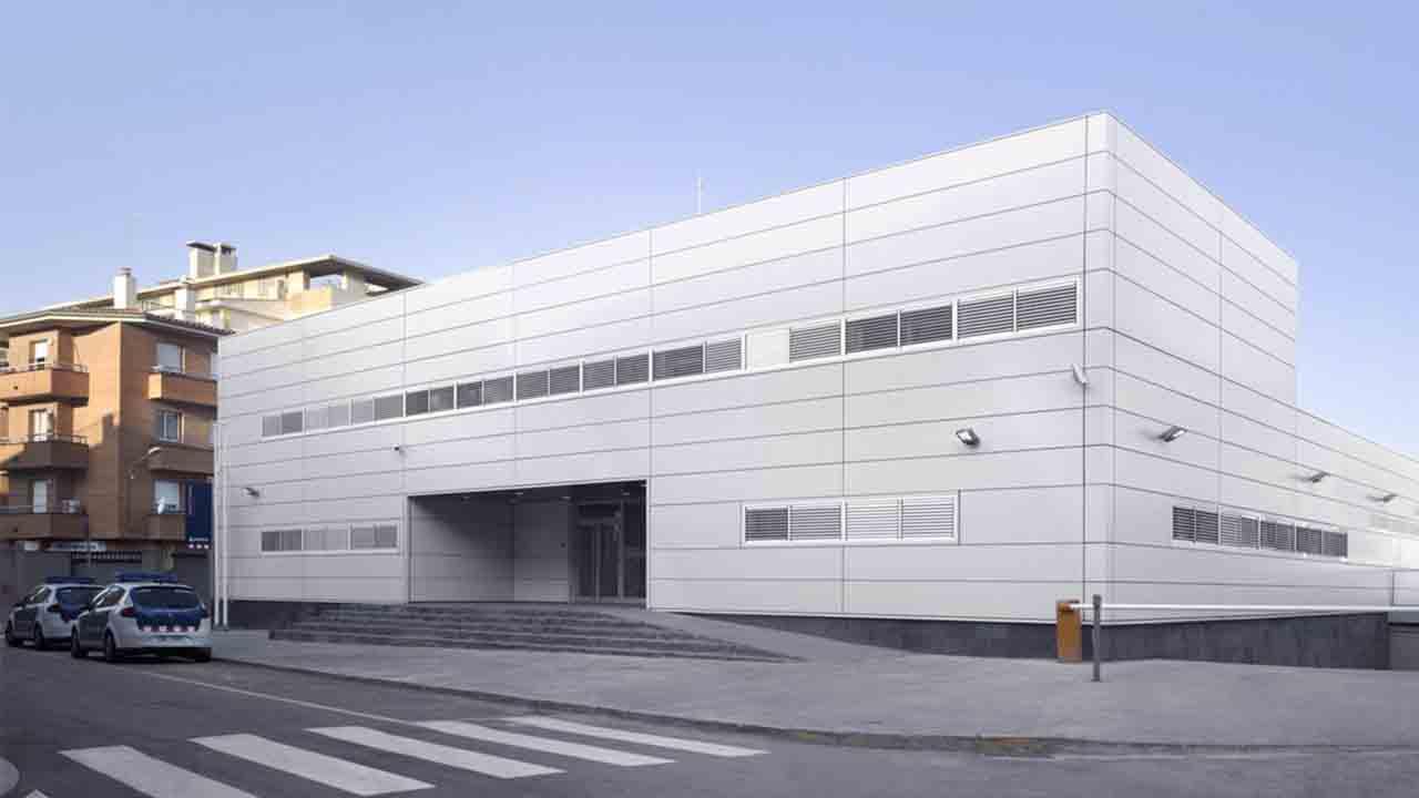 Los Mossos investigan la muerte de una mujer en Cornellà Agentes de la Policía de la Generalitat-Mossos de Escuadra de la División de Investigación Criminal (DIC) de la Región Policial Metropolitana Sur investigan las circunstancias de la
