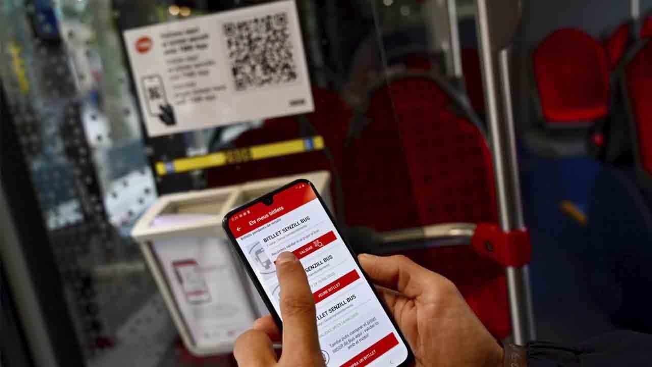 TMB implanta el billete de autobús sencillo a través del móvil con un código QR