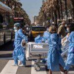 Un paciente recuperado de coronavirus vuelve a ver el mar después de 45 días en la UCI