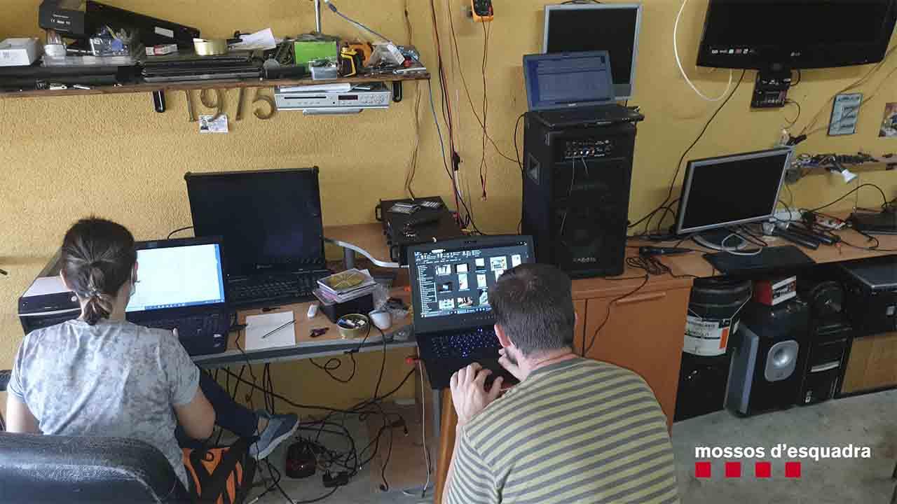 Detienen a un hombre por vender ordenadores de los que controlaba la cámara