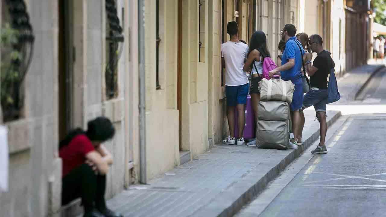 El Ayuntamiento retira la licencia a 600 pisos turísticos por irregularidades