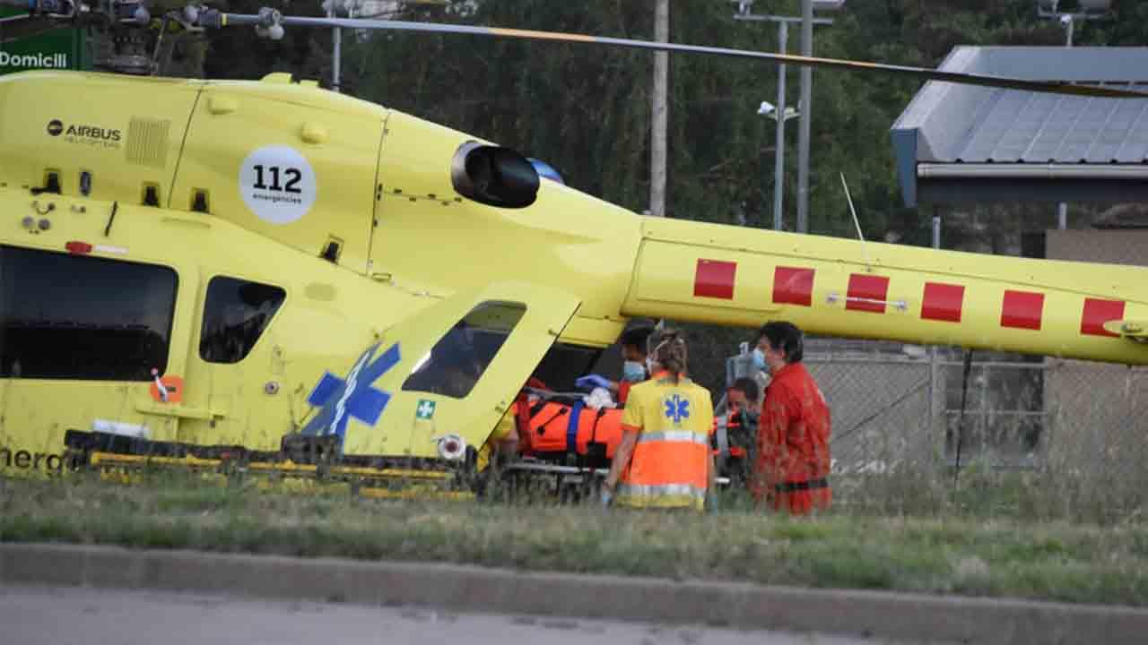 Heridos tres mossos por el ataque de un hombre con una katana en Moia