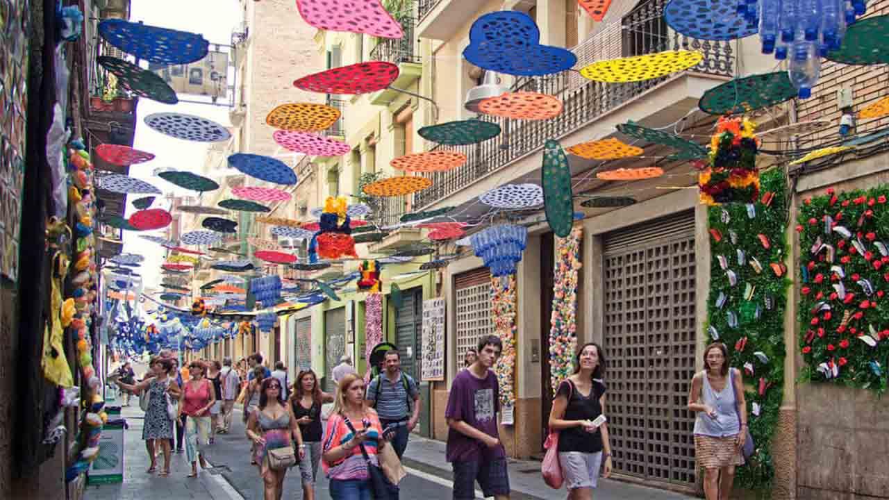 La Fiesta Mayor de Gràcia será vecinal y con tres pregoneras del ámbito sanitario