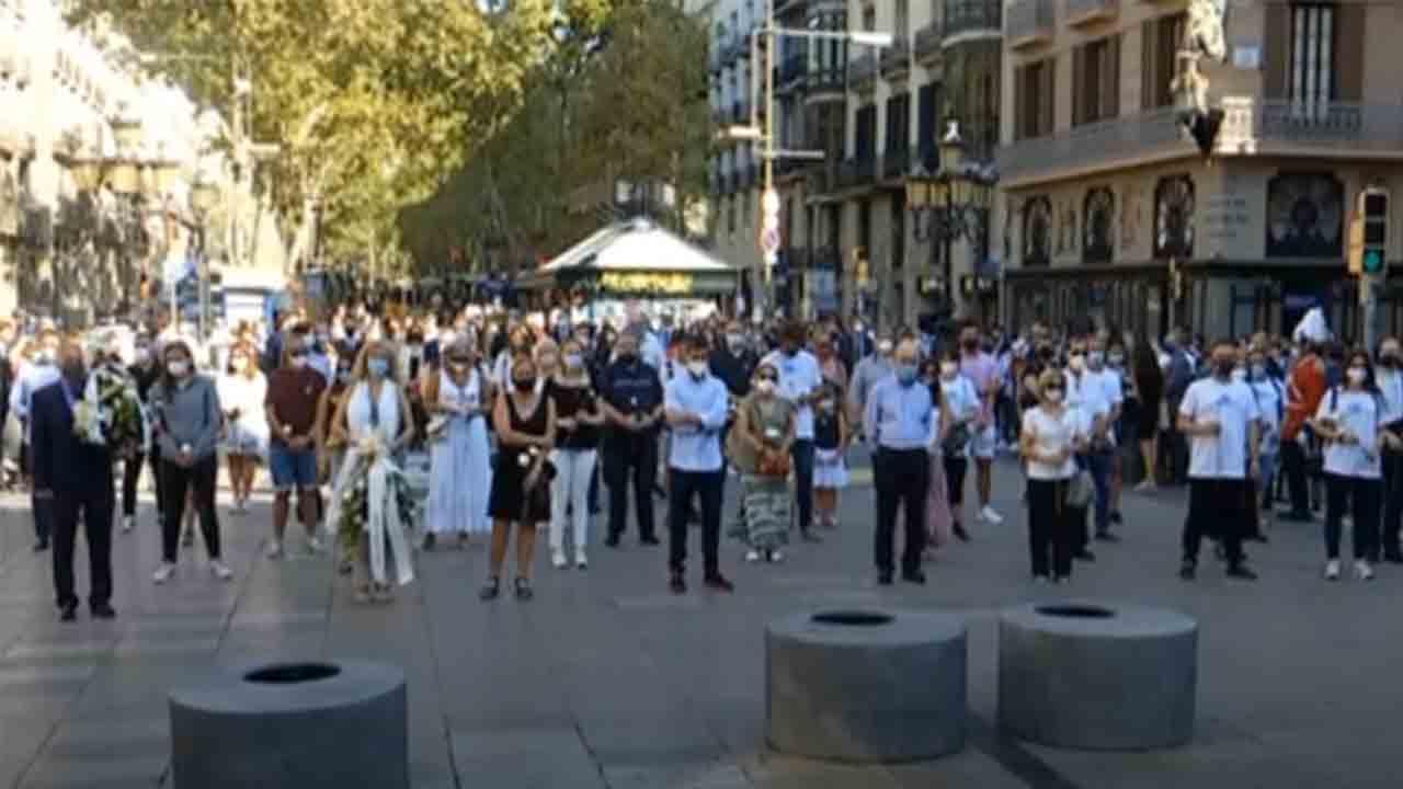 Barcelona guarda un minuto de silencio en recuerdo de las víctimas del 17-A