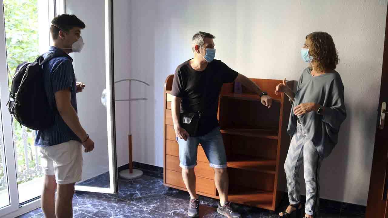 Barcelona suspende las licencias de habitaciones de uso turístico en viviendas