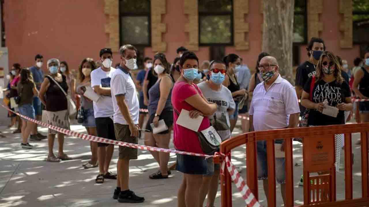 Catalunya registra 1282 casos y 16 fallecidos en las últimas 24 horas