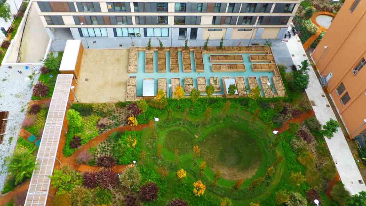 Nuevo espacio ajardinado de las plazas de Dolores Piera e Isabel Vila, en Sant Martí