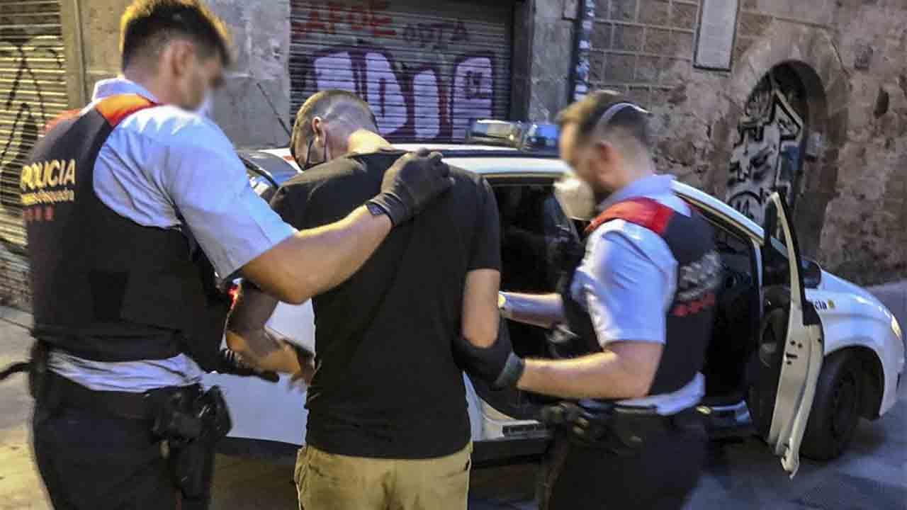 Seis reincidentes detenidos por robos violentos en Barcelona
