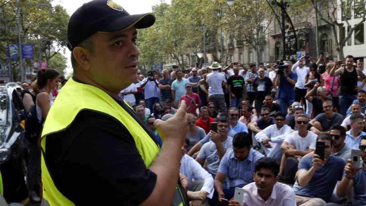 Elite Taxi da un ultimátum al ministro Escrivá: O hay ayudas o colapsaremos Barcelona