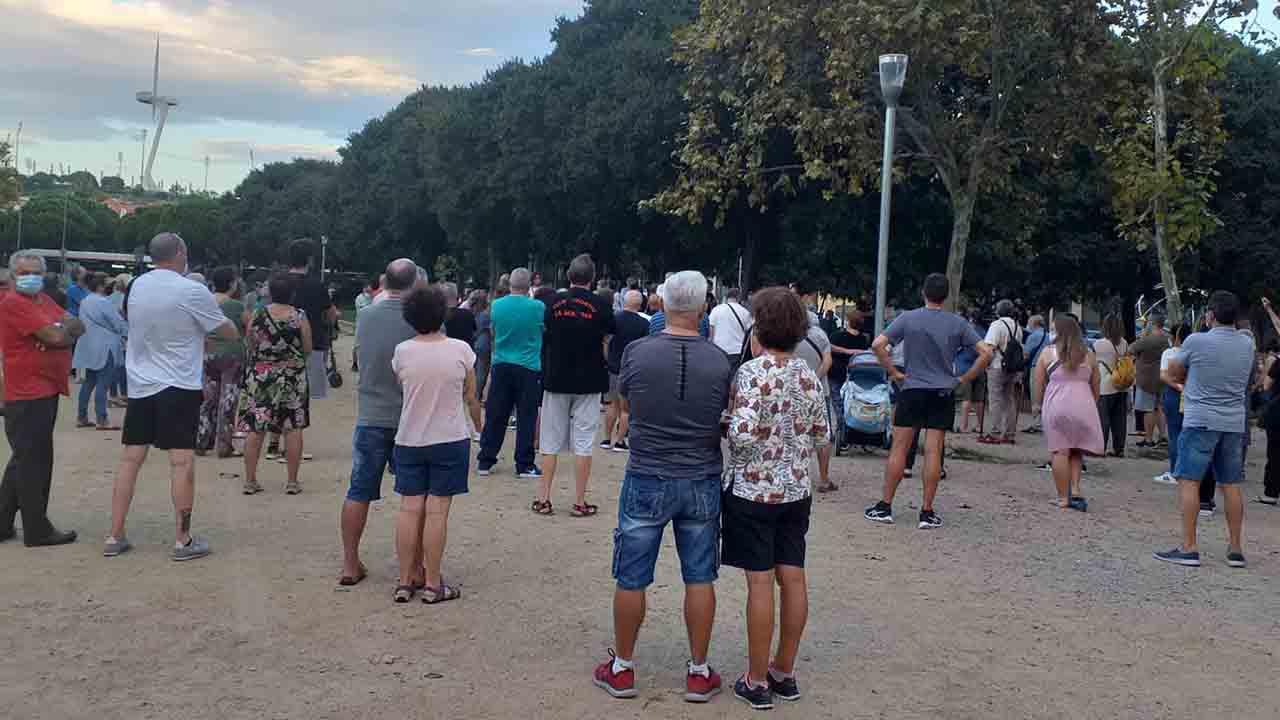 Los vecinos de la Zona Franca se organizan en patrullas ciudadanas contra la delincuencia