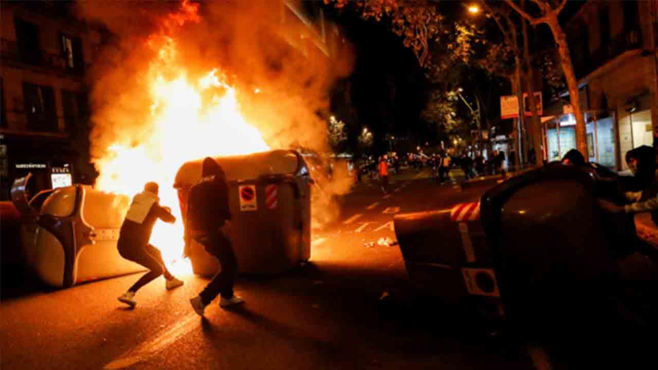 La ultraderecha revienta una protesta pacífica en Barcelona