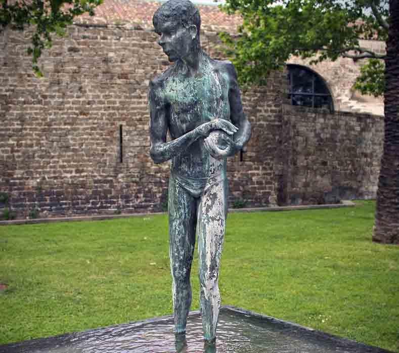 Roban una escultura de bronce del Paralelo